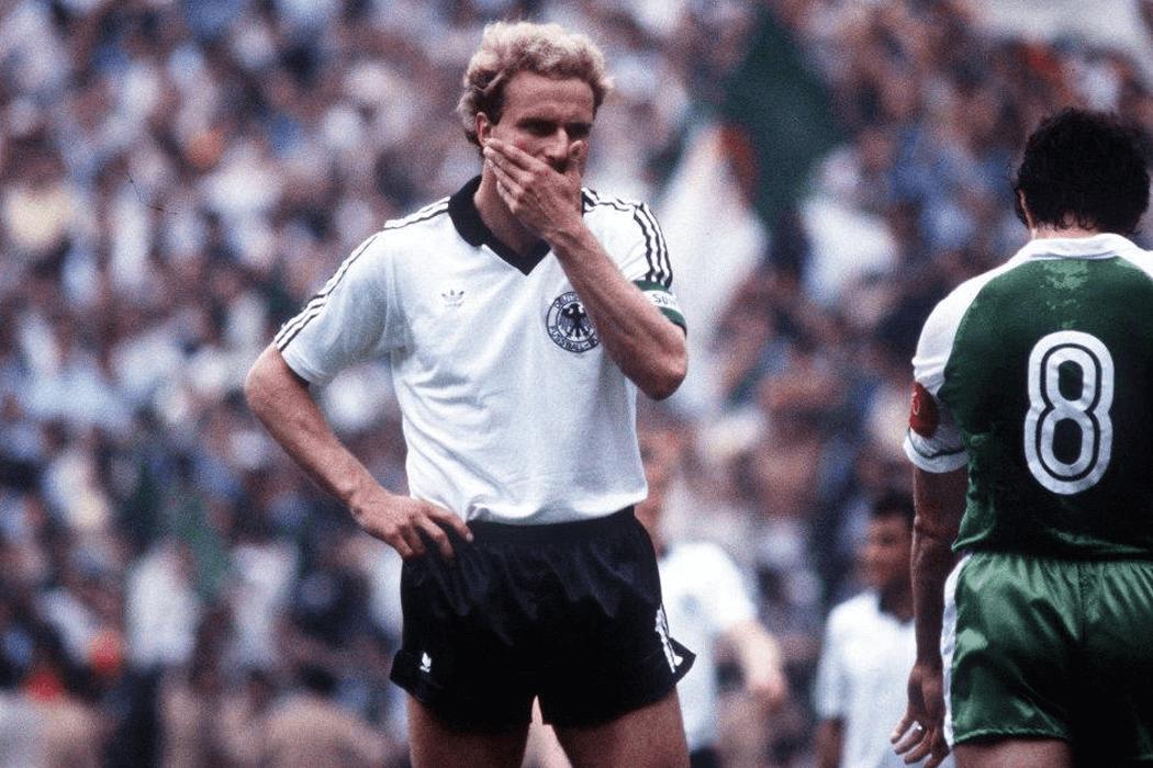 Lors de la Coupe du Monde 1982, l'Allemagne et l'Autriche s'arrangent pour faire match nul et éliminer l'Algérie